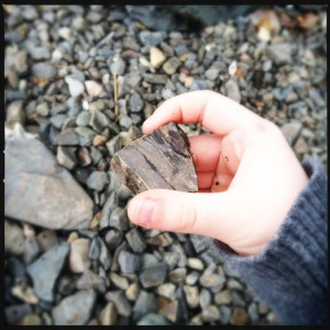 How to hold a skipping stone